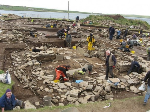 Archaeologists excavate the ruins. Photo: Susan van Gelder